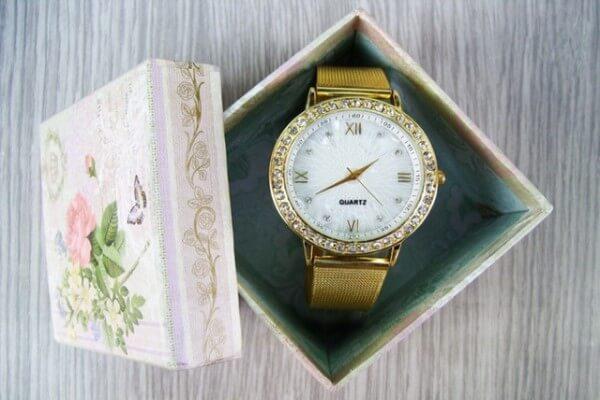 regalar reloj de oro